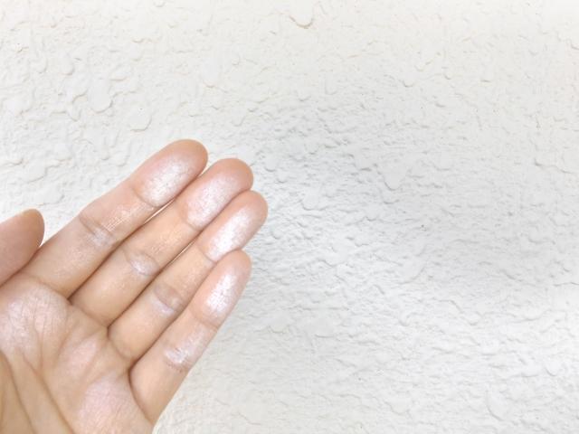 外壁を触ったら白い粉!?原因と対処法