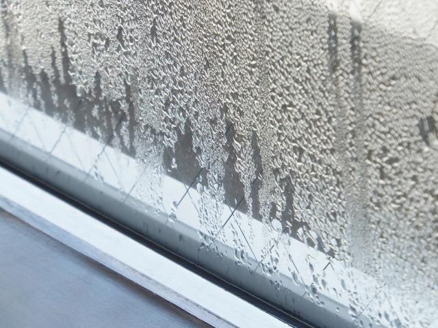 網入り窓ガラスで結露対策グッズは危険!?結露を防ぐ方法と