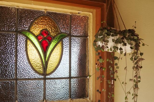 窓をおしゃれでカラフルに~ステンドガラス設置のポイント~